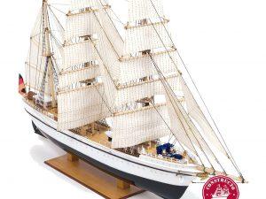 Gorch Fock, pre-painted plastic hull ship model kit